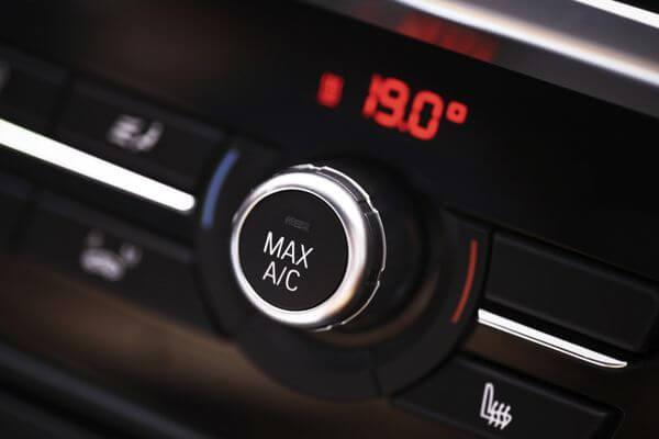 ricarica-climatizzatore-auto